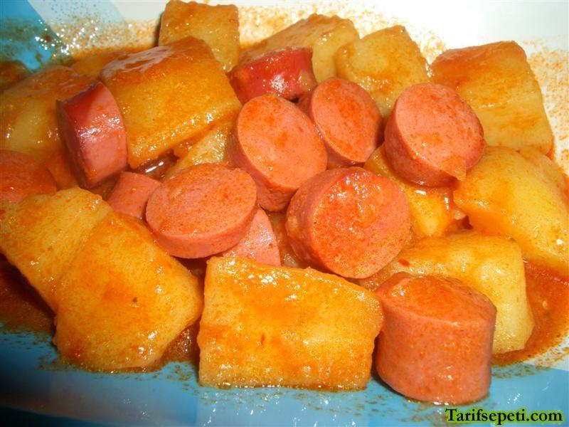 sosisli-patates-yemegi-tarifi-1