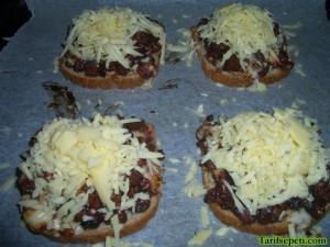kahvaltilik-pizzalar-tarifi-4