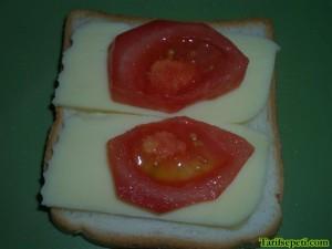 karisik-tost-tarifi-5-domates