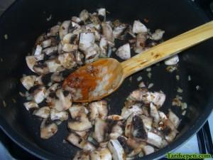 kofteli-hunkar-begendi-tarifi-5-kofte-sosu-2