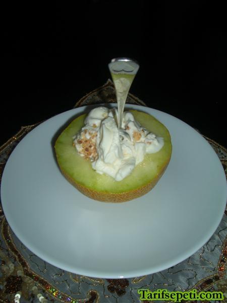 kavun-yataginda-dondurma-tarifi-2