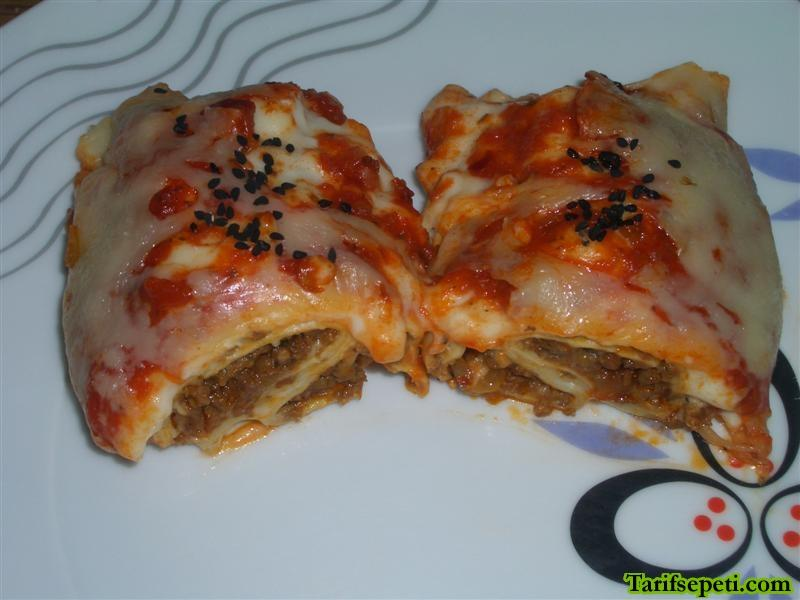 domates-soslu-ve-kiymali-lazanya-durumleri-tarifi-1