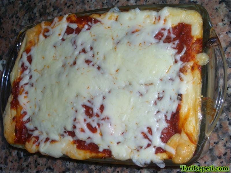 domates-soslu-ve-kiymali-lazanya-durumleri-tarifi-5