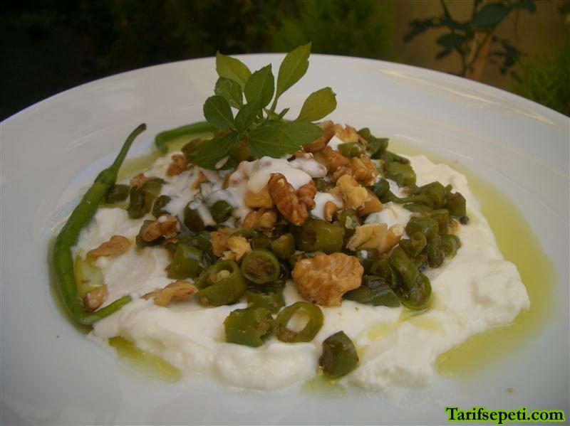 yogurt-soslu-cevizli-biber-kahvaltilik-tarifi-1