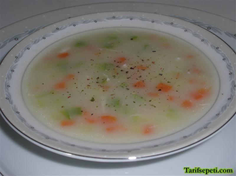 sebzeli-tavuk-corbasi-tarifi