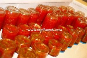 evde-domates-konservesi-tarifi-3