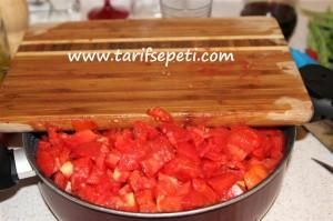 evde-fasulye-konservesi-tarifi-domates-kabugu-soymak-5