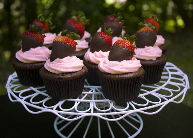 cilek-kremali-cupcake-tarifi-1