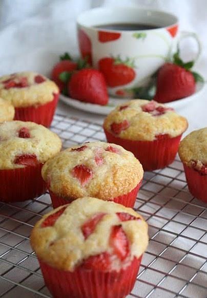 kremali-cilekli-muffin-tarifi-1