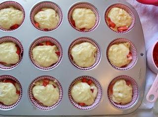 kremali-cilekli-muffin-tarifi-10
