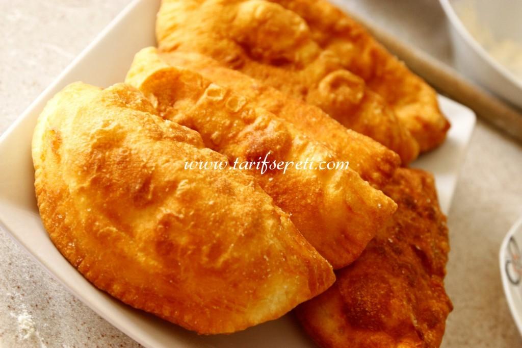 cigborek-tarifi-izmir-tulum-peynirli-1
