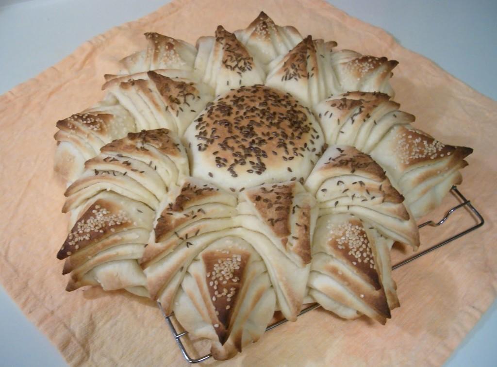 aycicek-seklinde-ekmek-yapma-tarifi-1