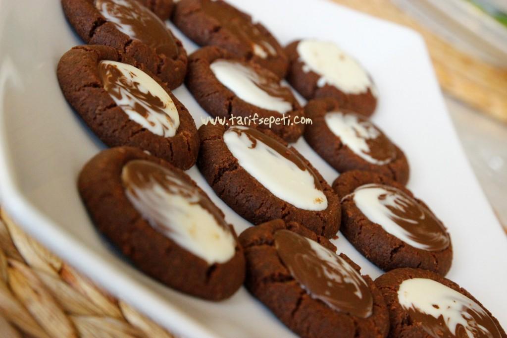 cikolata_dolgulu_kurabiye_thumbprint_cookie_ilk